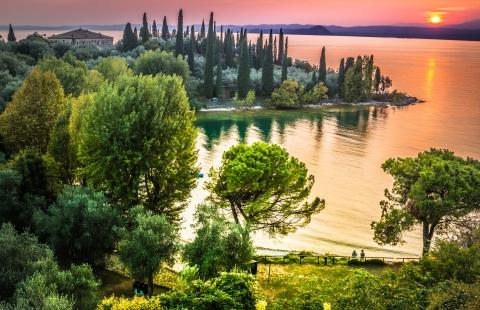 Smukke farver over Gardasøen.