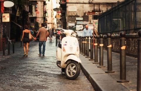 Gammel Vespa i Napoli.