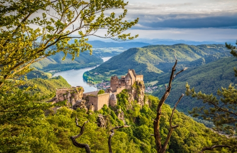 Udsigt over Donaufloden i Wachaudalen, Østrig.