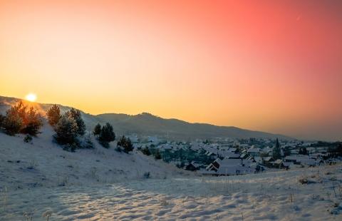 Solen går ned bag Harzen.
