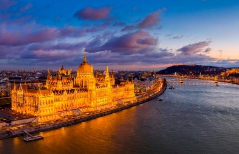 Aftenlys på Parlamentet i Budapest.
