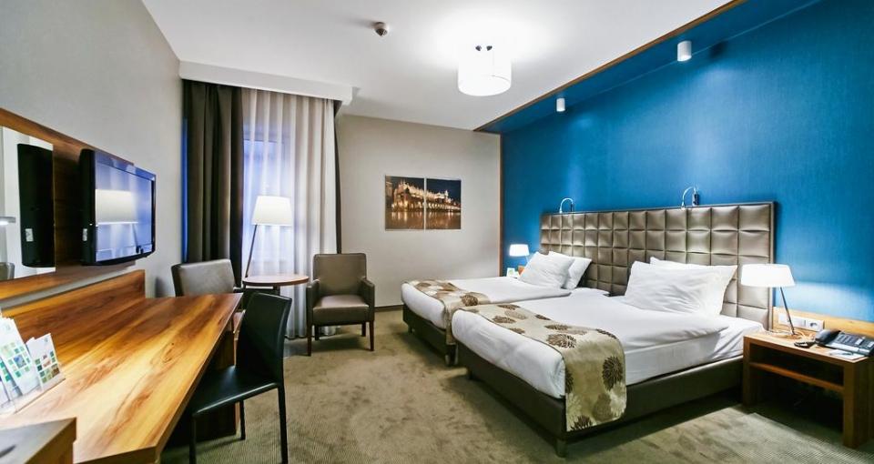 Eksempel på et standard værelse på Holiday Inn i Krakow.
