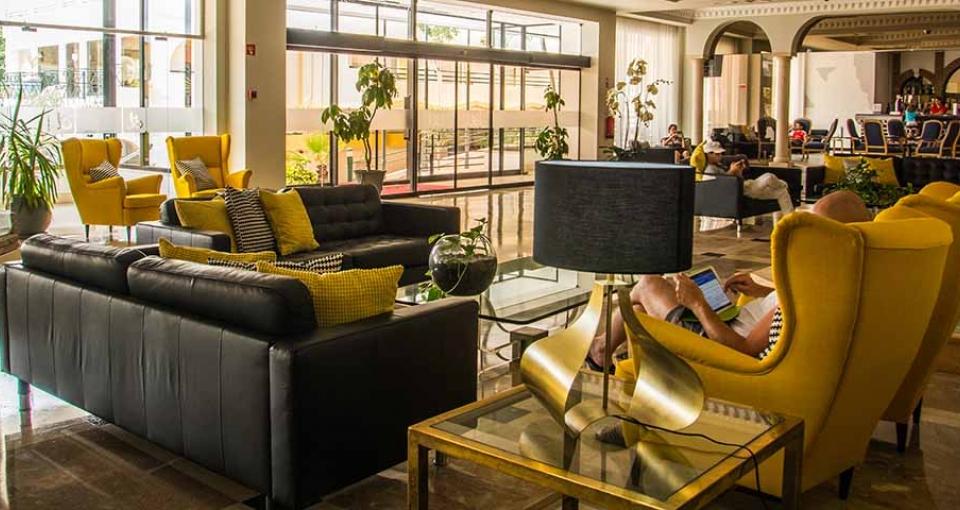 Lobbyen på Luna Hotel da Oura.