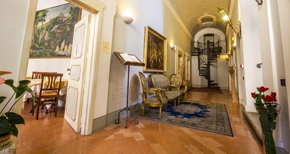 Selv entréen på Hotel Antica Dimora alla Rocca er noget særligt.