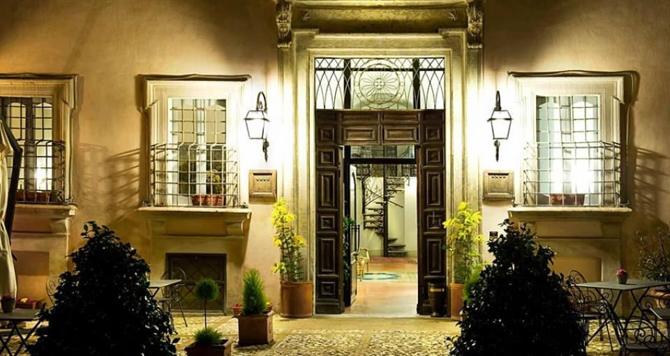 Indgangen til Hotel Antica Dimora alla Rocca i Trevi.