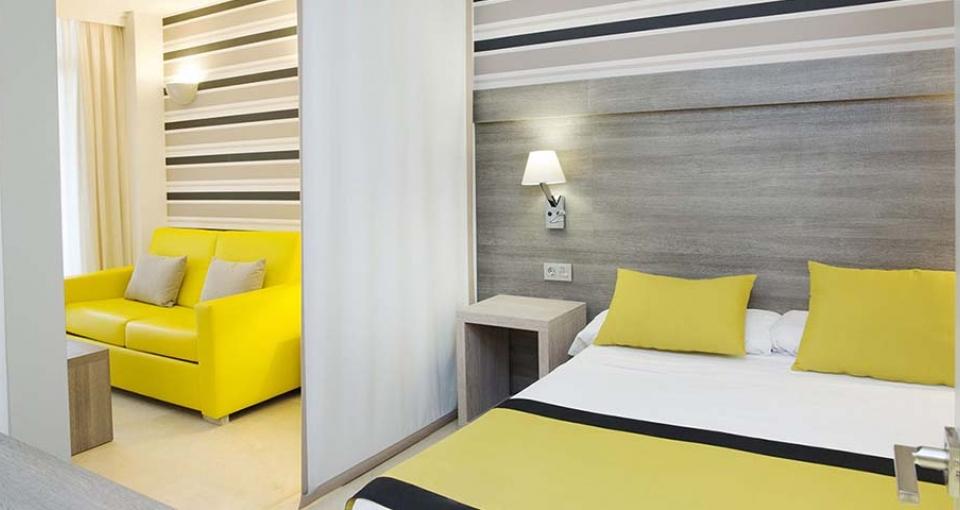 Eksempel på suite med separat soveværelse på MS Aguamarina Suites.