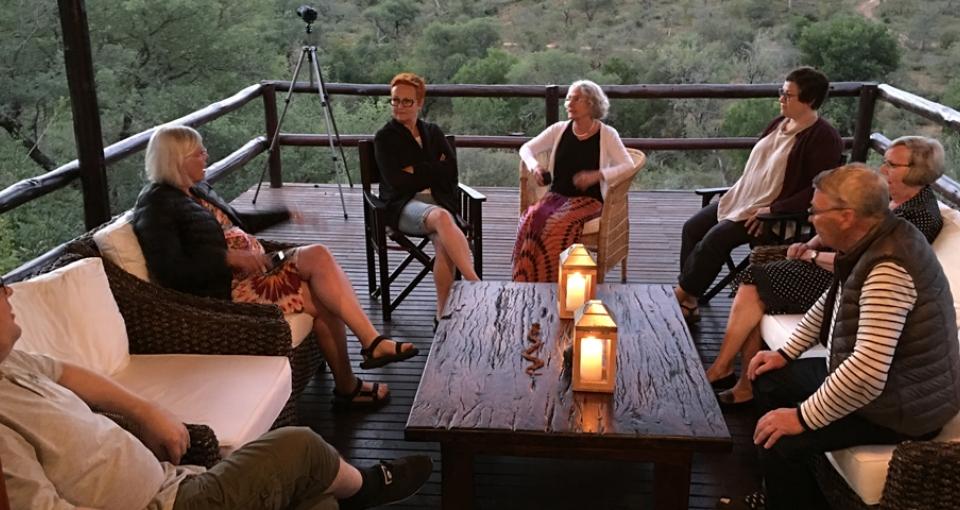 Aftenhygge på Balule River Camp.