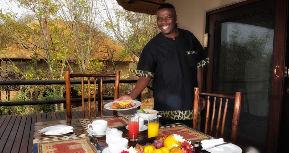 Der serveres morgenmad med et smil på læben.