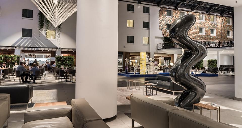 Nyd de flotte omgivelser på Hotel Estrel, Berlin.