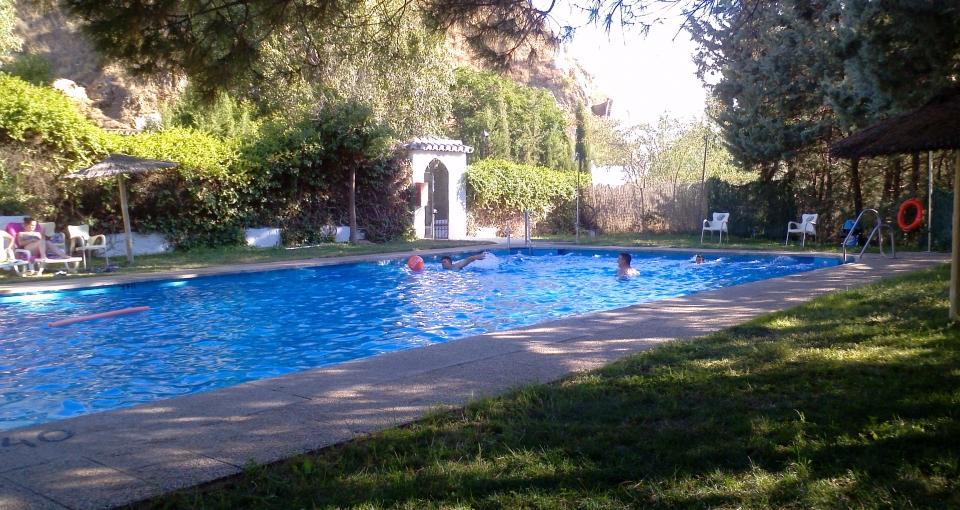 Afslapning i poolen på Cuevas Pedro Antonio de Alarcón.