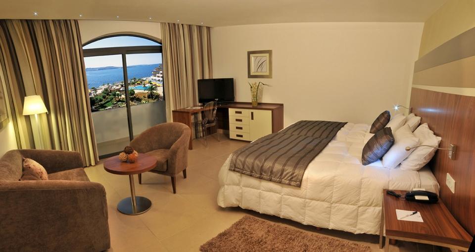Eksempel på standardværelse med havudsigt på Hotel Dolmen.