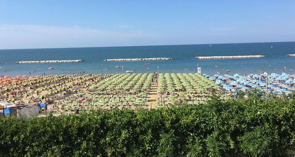 Stranden foran Grand Hotel Michelacci.