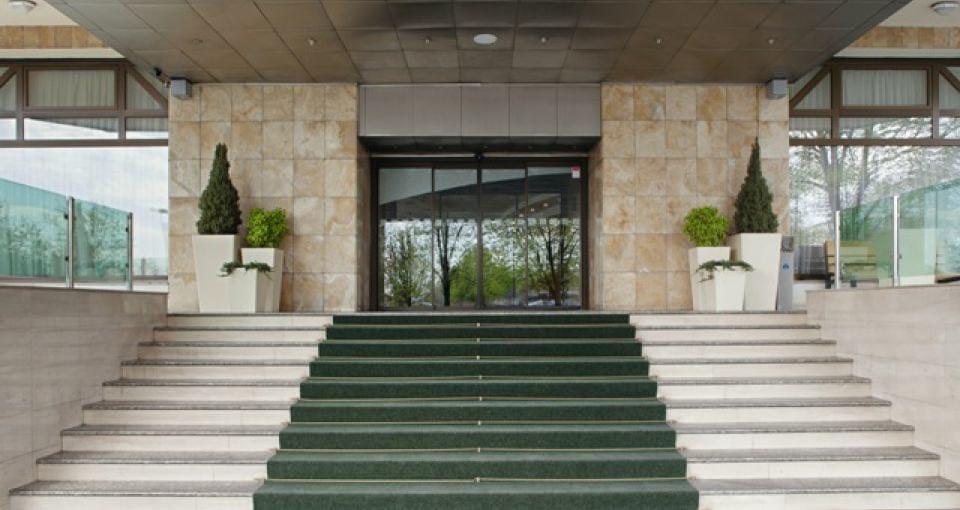 Indgangen til Holiday inn Skopje