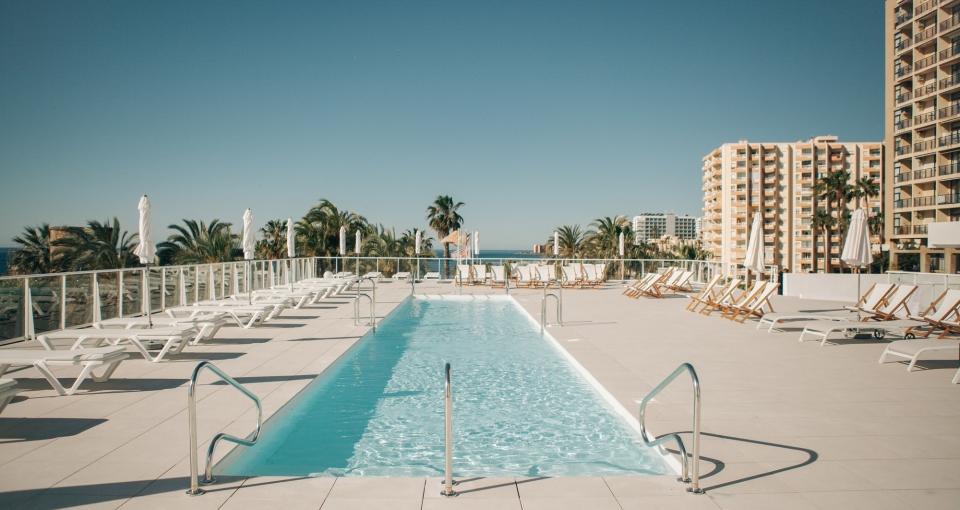Poolområde på Hotel Alay.