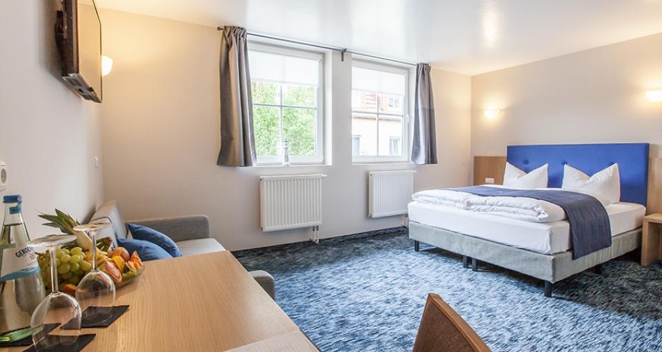 Eksempel på standard dobbeltværelse på Hotel am Fjord.