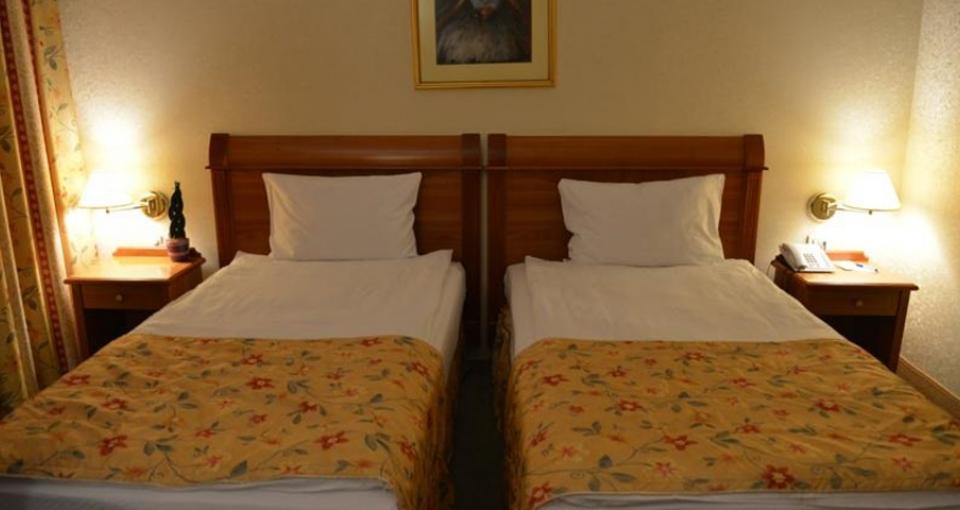 Standardværelse med to senge på Hotel Best Western.