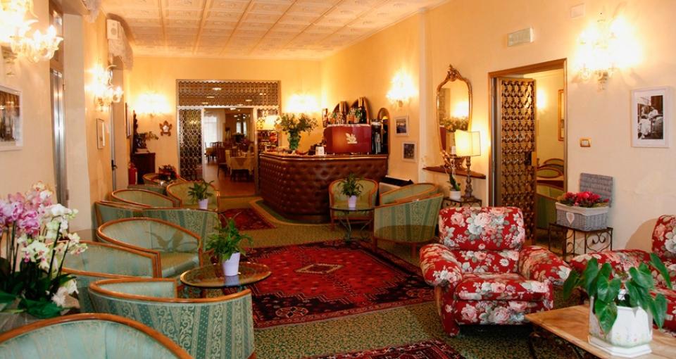 Receptionsområdet på Hotel Diana.