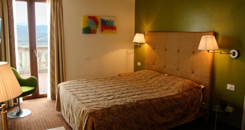 Eksempel på superiorværelse på Hotel Fortebraccio.