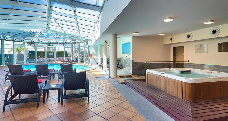 Spa- og wellnessafdeling med bl.a. indendørs pool.