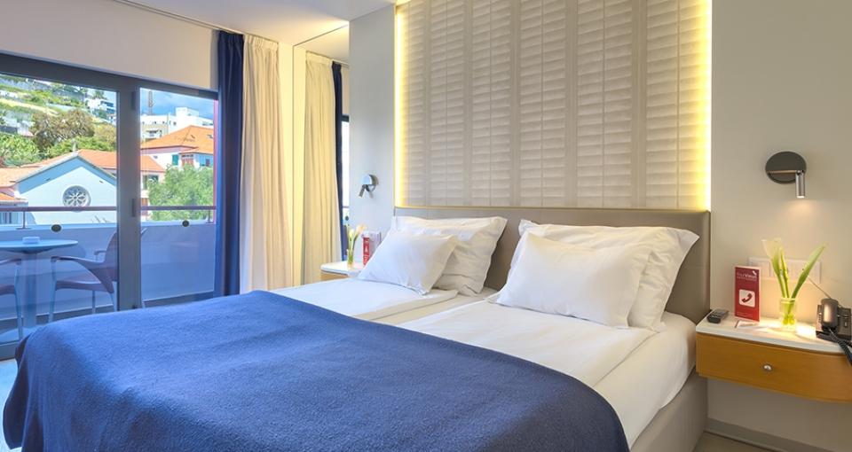 Eksempel på dobbeltværelse med bjergudsigt på Four Views Monumental Lido.