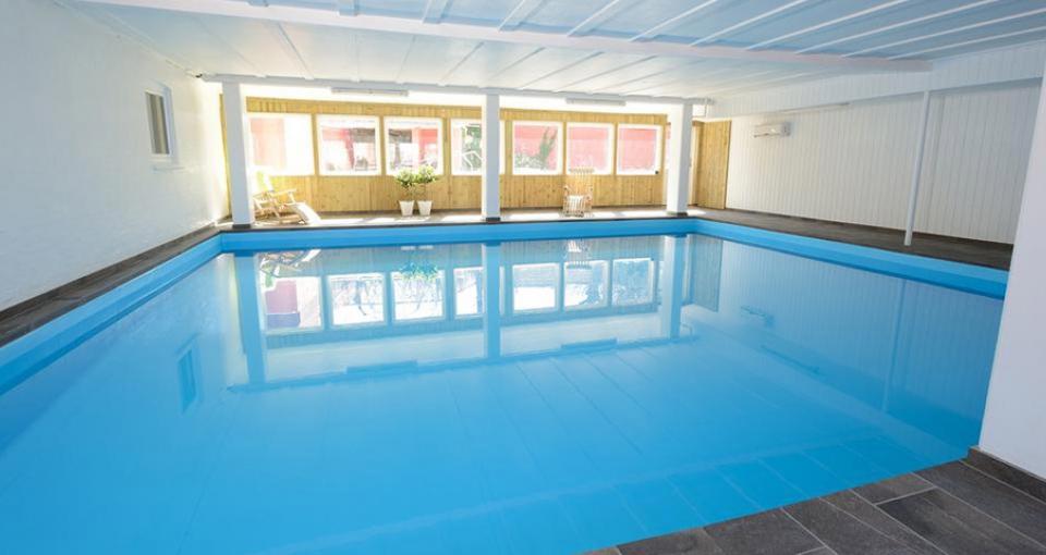 Indendørs pool på Hotel Gudhjem.