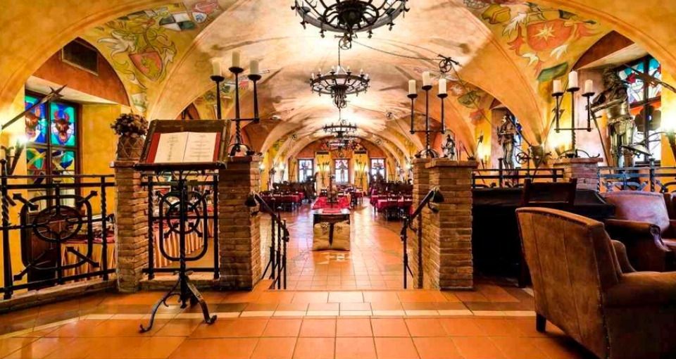 Den middelalderlige restaurant på Hotel Kampa.