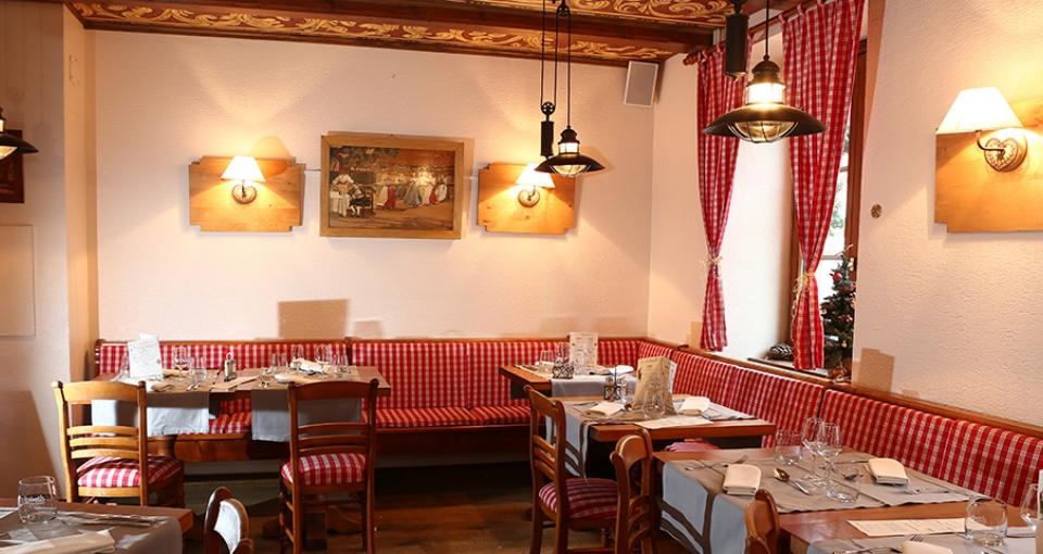 Den hyggelige restaurant på Hotel La Ferme du Pape.