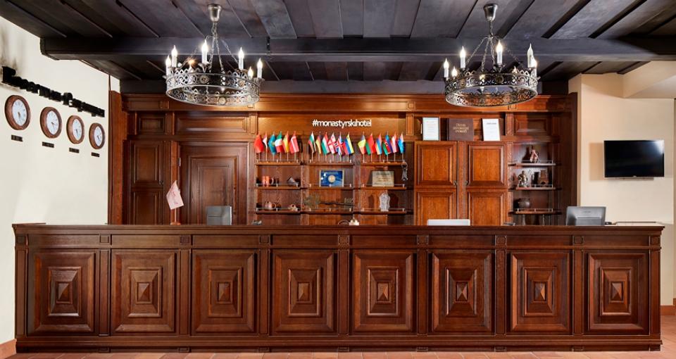 Receptionen på Hotel Monastyrski.
