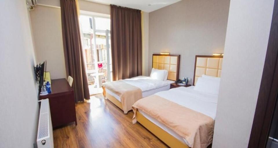 Eksempel på dobbeltværelse på Hotel Orion Old Town i Tbilisi.