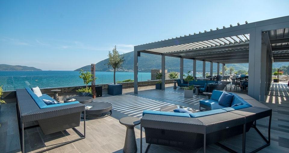 Fra a la carte-restauranten Olive Terrace er der en skøn udsigt over Adriaterhavet.
