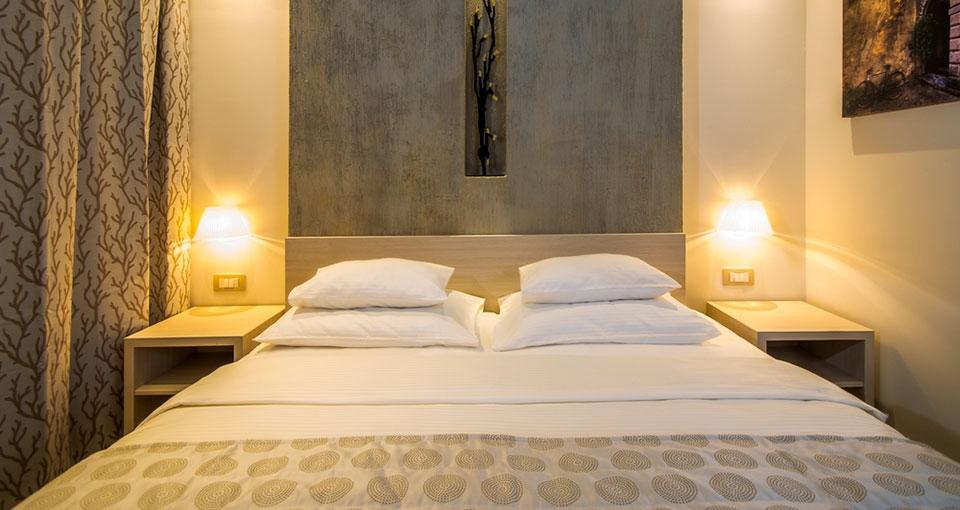 Eksempel på standard dobbeltværelse på Palmon Bay Hotel & Spa.
