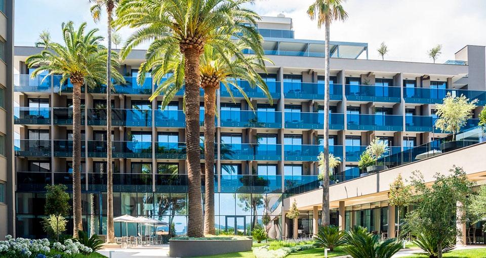Velkommen til Palmon Bay Hotel & Spa.