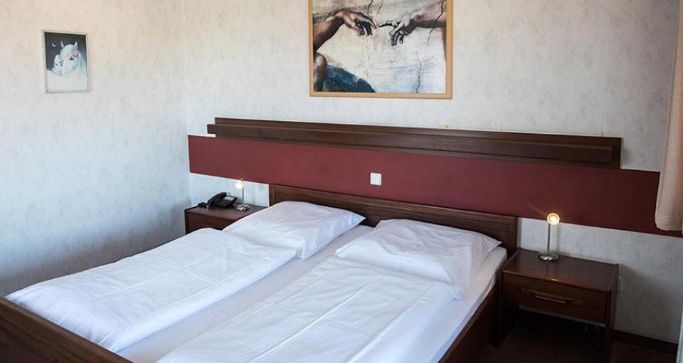 Eksempel på dobbeltværelse på Hotel Zum Schwalbennest.