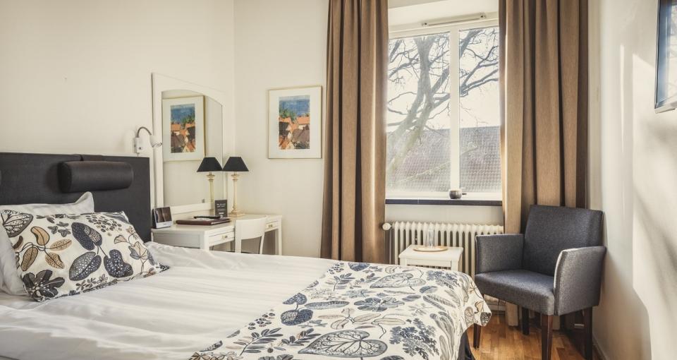 Eksempel på dobbeltværelse med terrasseudsigt på Hotel Svea.