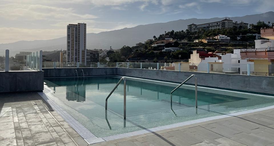 Tagterrasse med pool på Hotel Valle Orotava.