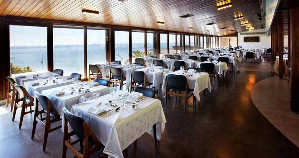 Den indbydende restaurant med panoramaudsigt på Hotel do Mar.