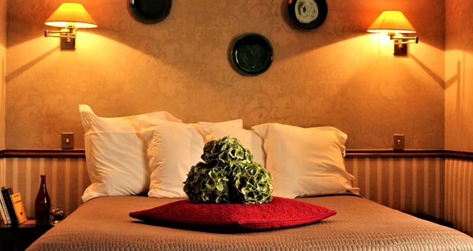 Eksempel på et standard værelse på Hôtel Relais Monceau.