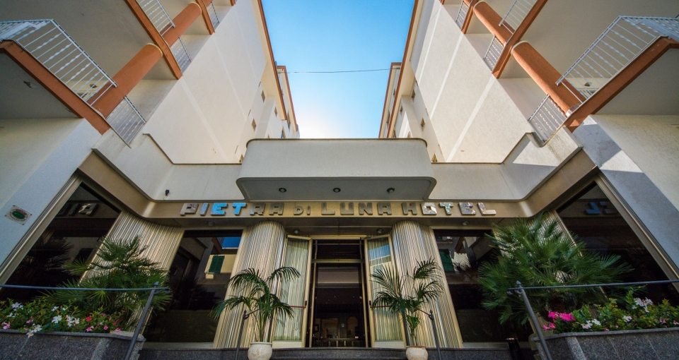 Facaden på Hotel Pietra di Luna