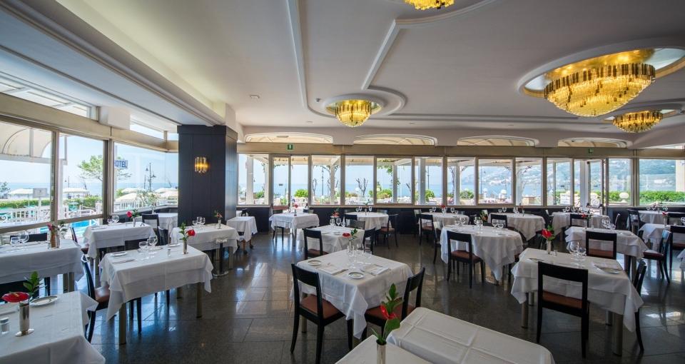 Restauranten på Hotel Pietra di Luna.