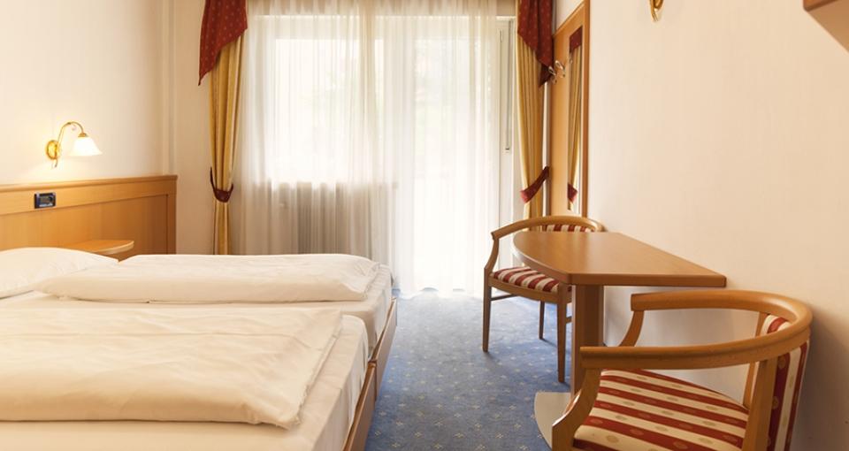 Eksempel på dobbeltværelse med balkon på Hotel Ideal Park.