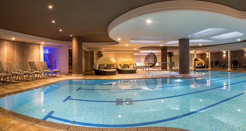 Indendørs pool på Hotel Ideal Park.