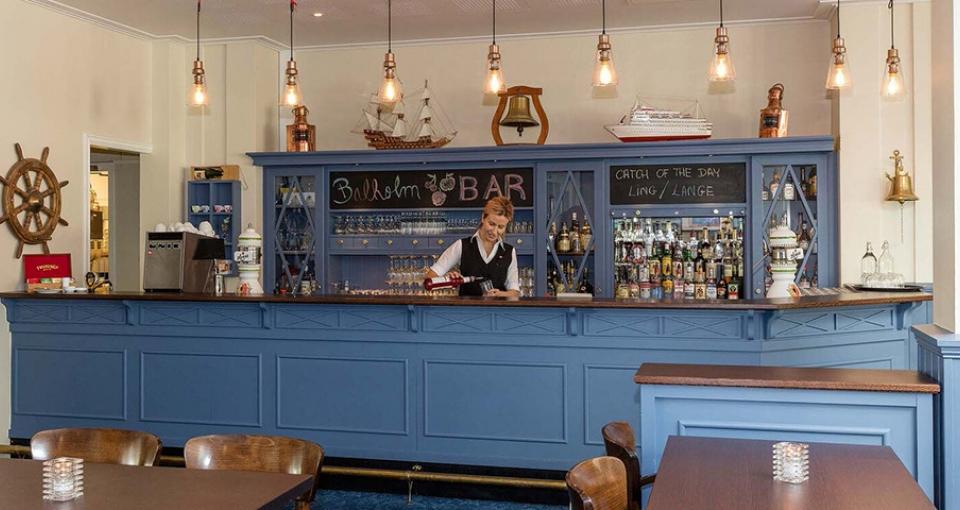 Kviknes Hotel byder på en charmerende bar.