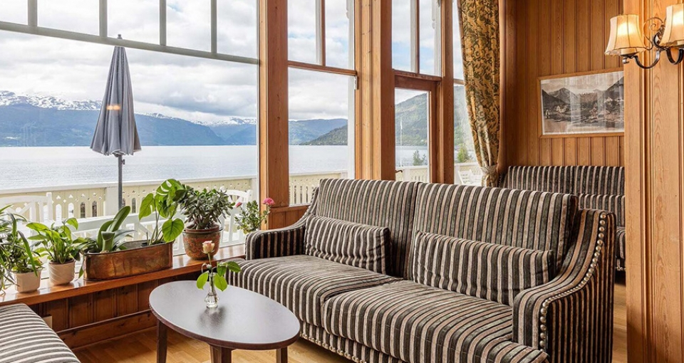 På Hotel Kviknes finder du mange hyggelige opholdsområder.