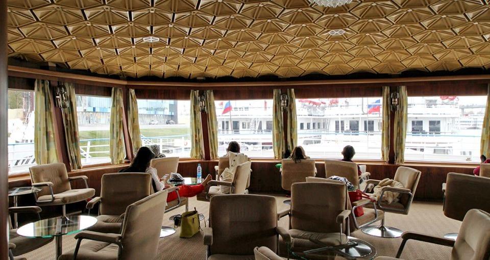 Fra skibets bibliotek/lounge kan man nyde udsigten.