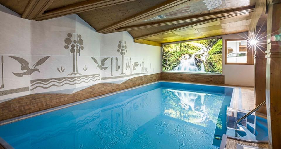 Indendørs pool på Hotel Jacobwirt.