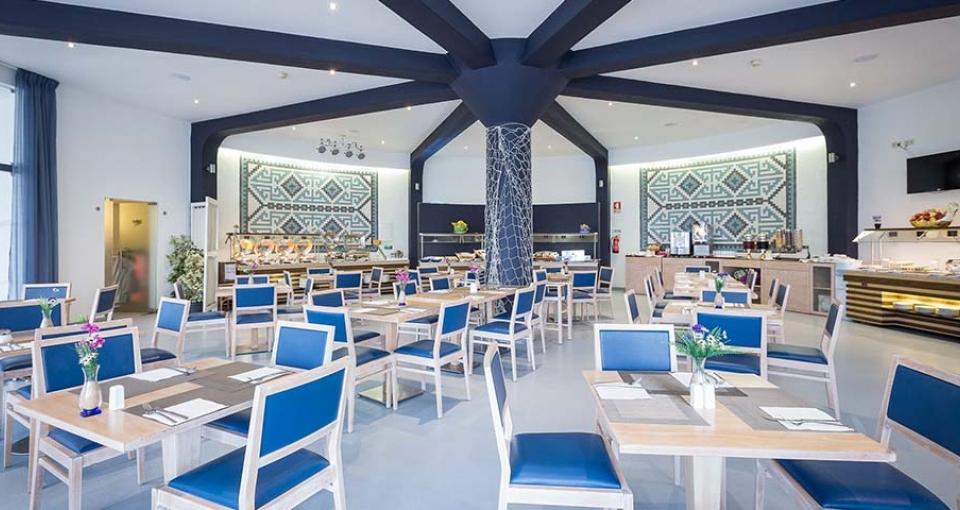Restauranten på Hotel Ouro View Beach Club.