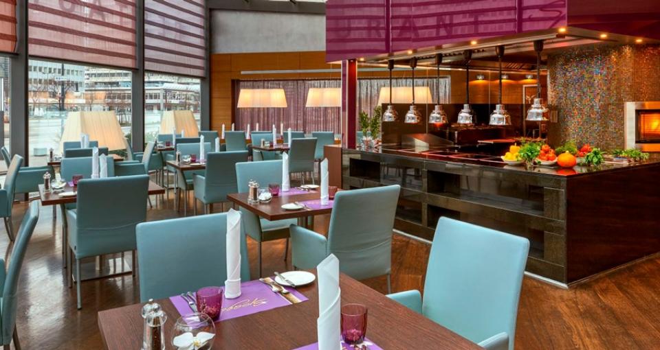 En af restauranterne på Hotel Park Inn Berlin.