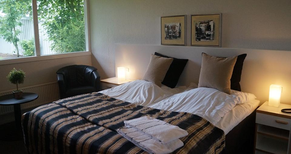 Eksempel på dobbeltværelse på Hotel Pejsegården.