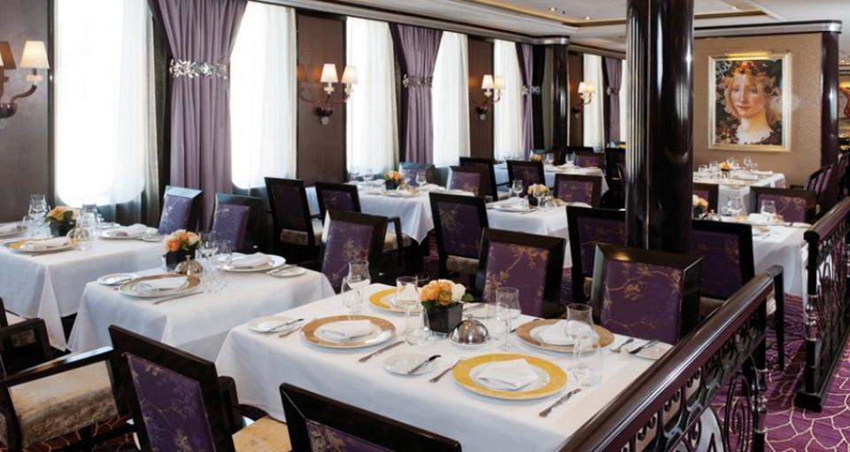 Hovedrestauranten på Celestyal Experience.