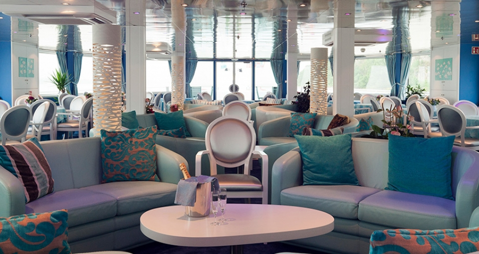 Den elegante lounge på MS Cyrono de Bergerac.